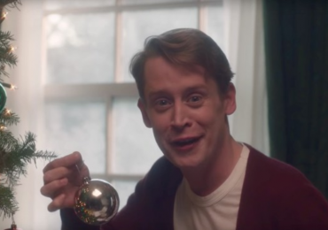 Así luce Macaulay Culkin dando vida al adulto Kevin McCallister, de Home Alone (VIDEO)
